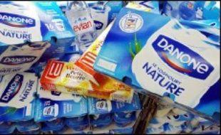 Le groupe agroalimentaire français Danone a signé un accord avec le groupe laitier chinois China Mengniu Dairy Company Limited pour créer une co-entreprise dans le développement, la production et la distribution de produits laitiers frais en Chine, a-t-il annoncé lundi dans un communiqué.