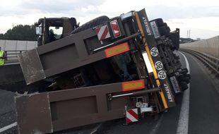 Un poids lourd a eu un accident sur l'autoroute A11 ce mercredi matin