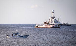 Le  bateau de l'ONG espagnole Proactiva Open Arms au large de Lampedusa, en Italie, le 17 août 2019.