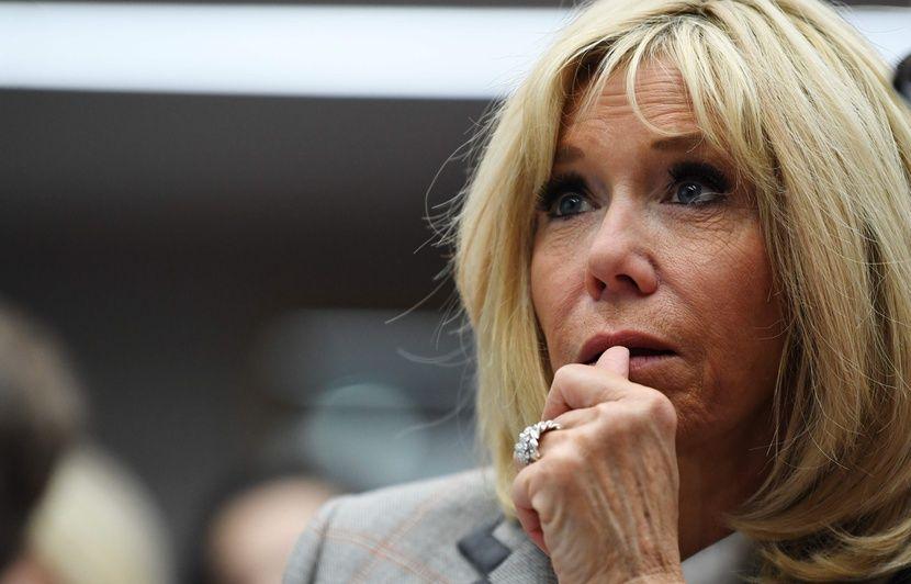 Marseille: Un sac-poubelle lancé du 3e étage lors de la visite de Brigitte Macron dans les quartiers Nord