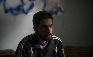 """""""Les choses ont changé. Aujourd'hui on n'exécute plus les prisonniers"""", affirme à Deir Ezzor le commandant Abou Salam Tabsah devant un jeune soldat du régime syrien, aux mains des insurgés depuis janvier, assurant qu'il n'avait pas à craindre pour sa vie."""