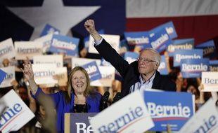 Bernie Sanders et sa femme, le 22 février 2020 à San Antonio.