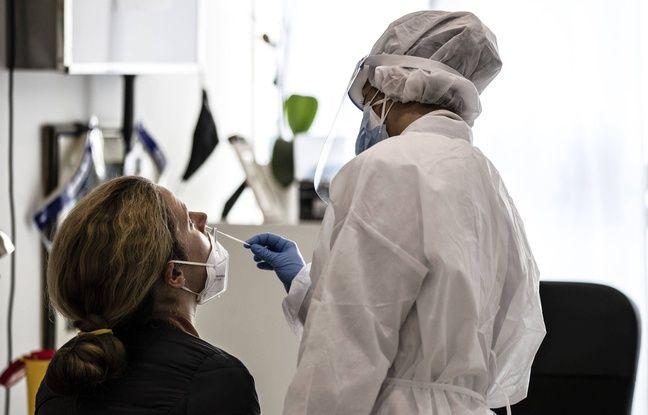 648x415 un test anti covid dans une pharmacie a rome en novembre