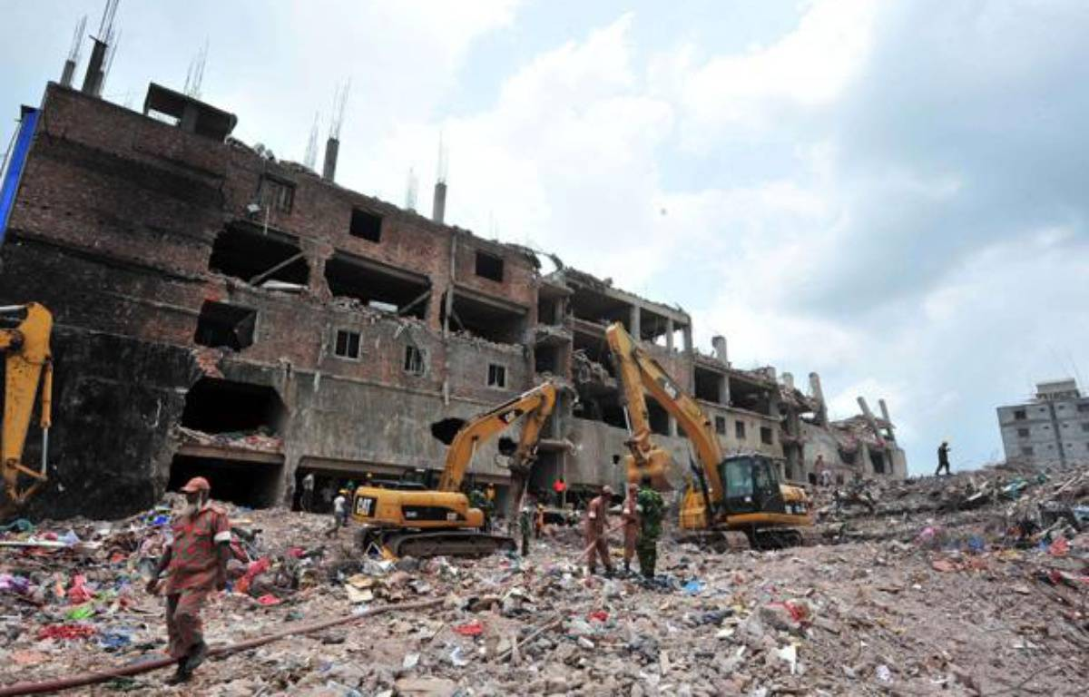 Les recherches se poursuivaient le 11 mai 2013 sous les décombres de l'usine textile effondrée le 24 avril au Bangladesh, près de Dacca. – KHAN PALASH/SIPAUSA/SIPA