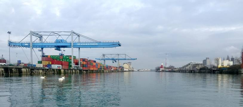 A Strasbourg, le nombre de tonnes qui transitent par le port sera bien moins élevé cette année à cause des basses eaux du Rhin. Illustration
