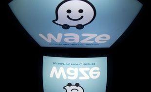 Photo du logo Waze sur une tablette à Paris le 2 juillet 2014.