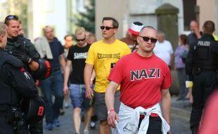 Un manifestant lors d'un défilé néonazi, le 21 avril 2018 à Ostritz (Allemagne)