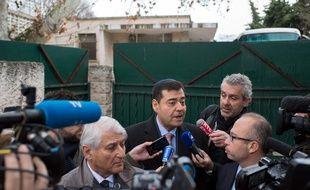 Zvi Ammar (au centre)