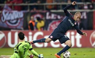 Silvio Proto, expulsé pour cette faute lors du match entre l'Olympiakos et Anderlecht le mardi 10 décembre 2013.