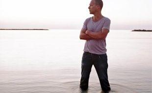Après deux ans d'une tournée mondiale, Avishaï Cohen a intitulé son douzième album Seven Seas.