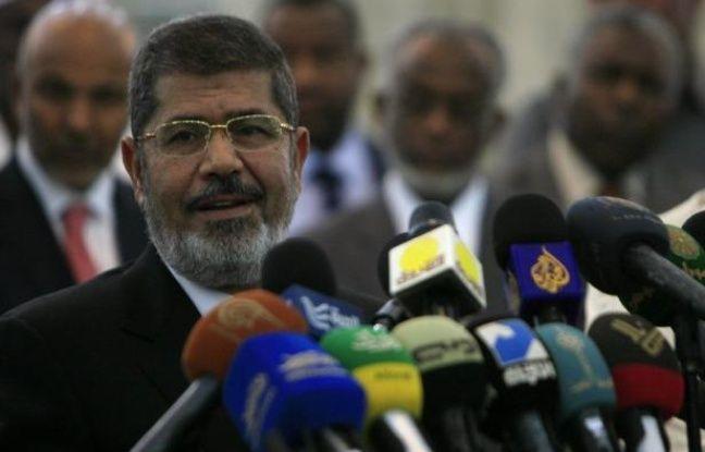 Neuf nouveaux ministres, dont au moins deux font partie des Frères musulmans du président Mohamed Morsi, ont été nommés mardi en Egypte dans le cadre d'un remaniement qui ne répond pas aux demandes répétées de l'opposition d'un gouvernement d'union nationale.