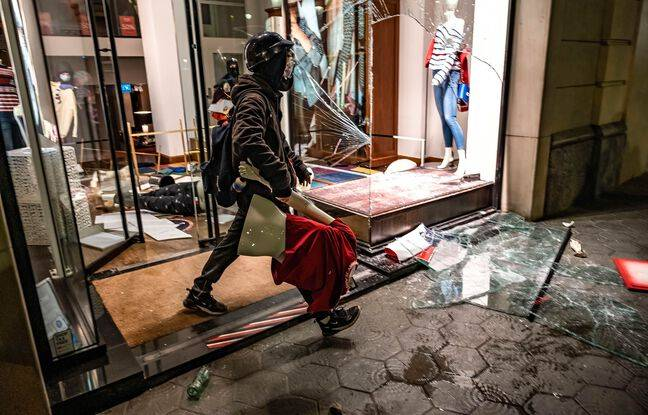 A store looted in Barcelona on February 20, 2021.