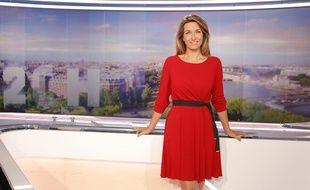Anne-Claire Coudray sur le plateau du «20 Heures» de TF1 en 2015.