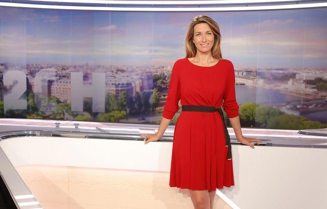 Anne-Claire Coudray sur le plateau du 20 Heures de TF1 en 2015.