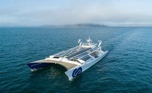 Le bateau laboratoire «Energy Observer» arrive dans le port de Saint-Malo le 17 octobre 2018.