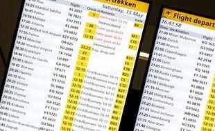 Le tableau des départs à l'aéroport d'Amsterdam. (illustration)