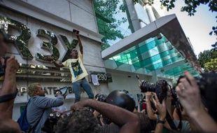 Après les jeunes brésiliens de la classe moyenne en 2013, ce sont les adolescents des favelas et faubourgs de déshérités qui défraient désormais la chronique dans le pays avec leurs rassemblements diabolisés dans les centres commerciaux des nantis.