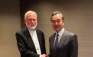 Les ministres des Affaires étrangères de la Chine et du Vatican, Wang Yi et Mgr Paul Gallagher, le 14 février 2020 à Munich.