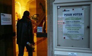 Les Français qui veulent voter aux élections présidentielle et législatives de 2012 n'ont plus qu'un mois, jusqu'au samedi 31 décembre, pour s'inscrire sur les listes électorales, et des centaines de milliers d'entre eux vont le faire d'ici là, selon les spécialistes.