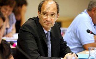 Le ministre du Tavail Eric Woerth lors du conseil municipal de Chantilly, dont il est le maire, le 25 juin 2010.