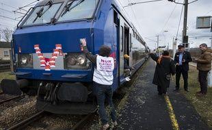 Un train Rouen-Paris bloqué par des opposants à la réforme des retraites, le 10 janvier 2020.
