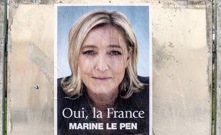 Le Front national a recouvert des affiches de Madonna, en concert mardi à Nice, par celles de Marine Le Pen pour protester contre la diffusion lors de précédents shows d'un clip dans lequel la présidente du FN était affublée d'une croix gammée, a-t-on appris vendredi auprès du parti.
