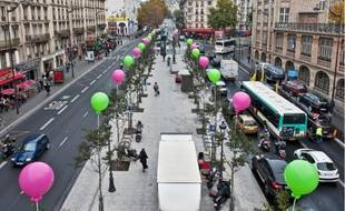 La nouvelle place Clichy (à g.:avant ; à d.:après) va être inaugurée demain (en h.) en présence du maire (PS) de Paris, B. Delanoë.