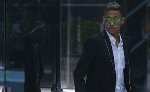 Neymar à son arrivée au tribunal le 2 février 2016.