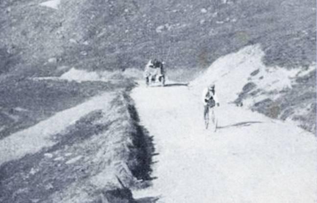 Le coureur français Octave Lapize dans l'ascension d'un col, en 1910.