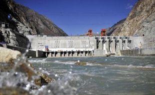Le barrage chinois mis en service sur le Brahmapoutre, au Tibet, le 23 novembre 2014