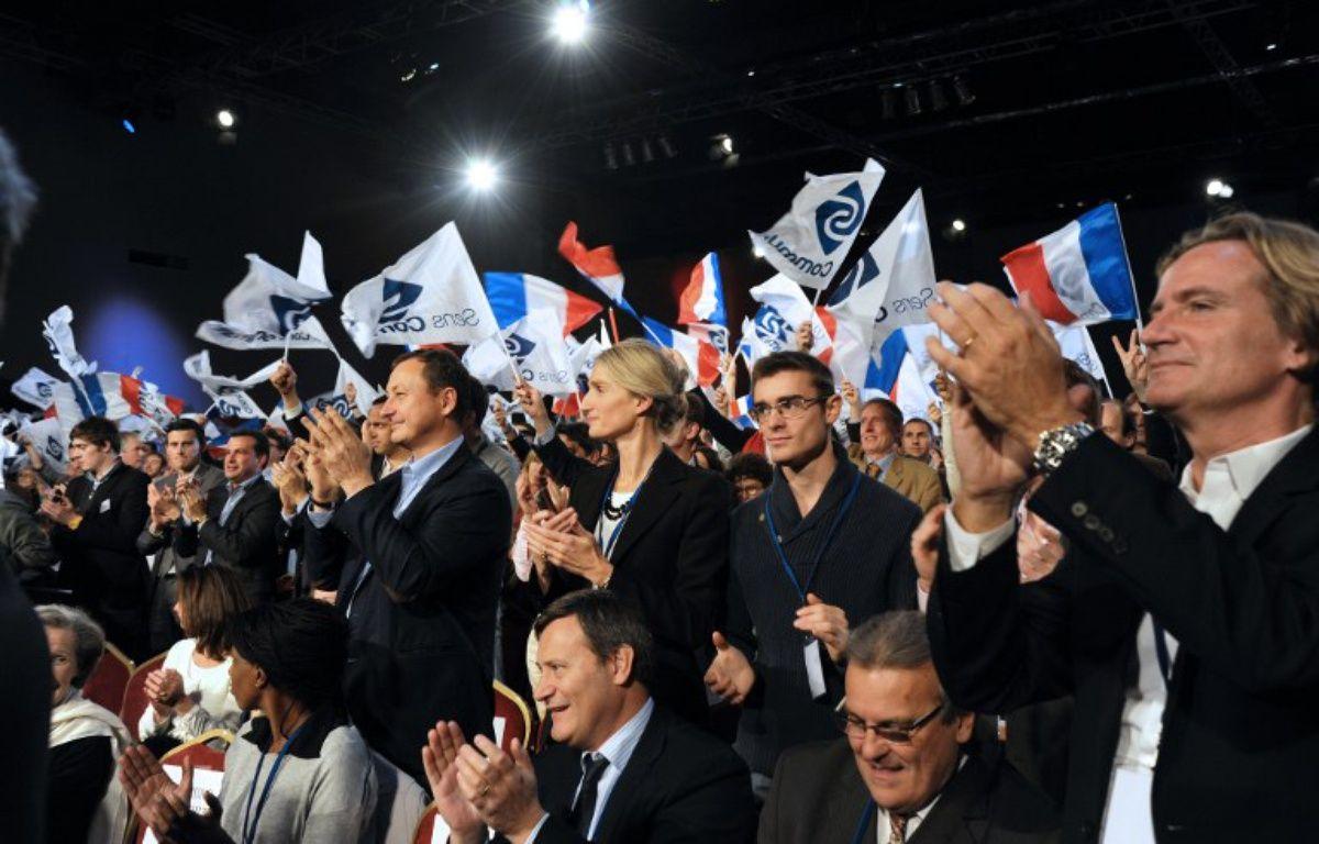 Des militants de Sens commun en novembre 2014 à Paris – DOMINIQUE FAGET / AFP