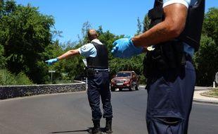 Les gendarmes contrôlent des automobilistes à Saint-Paul, sur l'île de la Réunion (illustration)