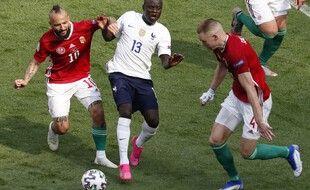 Kanté et les Bleus face à la Hongrie.