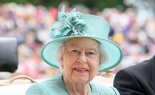 La reine Elizabeth, en visite au champ de courses d'Ascot, le 23 juin 2017.