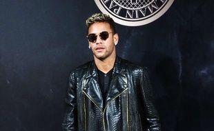 Neymar a traîné ses guêtres à la soirée Balmain jeudi durant la fashion week