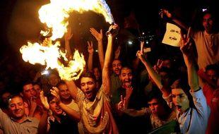 Des Iraniens célèbrent le succès des négociations sur le nucléaire iranien, le 14 juillet 2015.