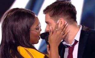 Extrait du duo et duel de Karolyn et Edouard Edouard dans «The Voice» sur TF1