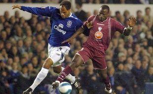 Ibrahima Bakayoko (à d.) lorsqu'il jouait à Larissa (Grèce) le 25 octobre 2007.