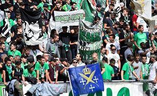 Des supporters du kop nord de l'ASSE, ici dans le Chaudron lors d'un match de Ligue 1 contre Angers en septembre.