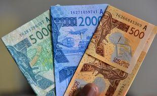 Des billets de 5.000, 2.000 et 500 francs CFA, en 2017.