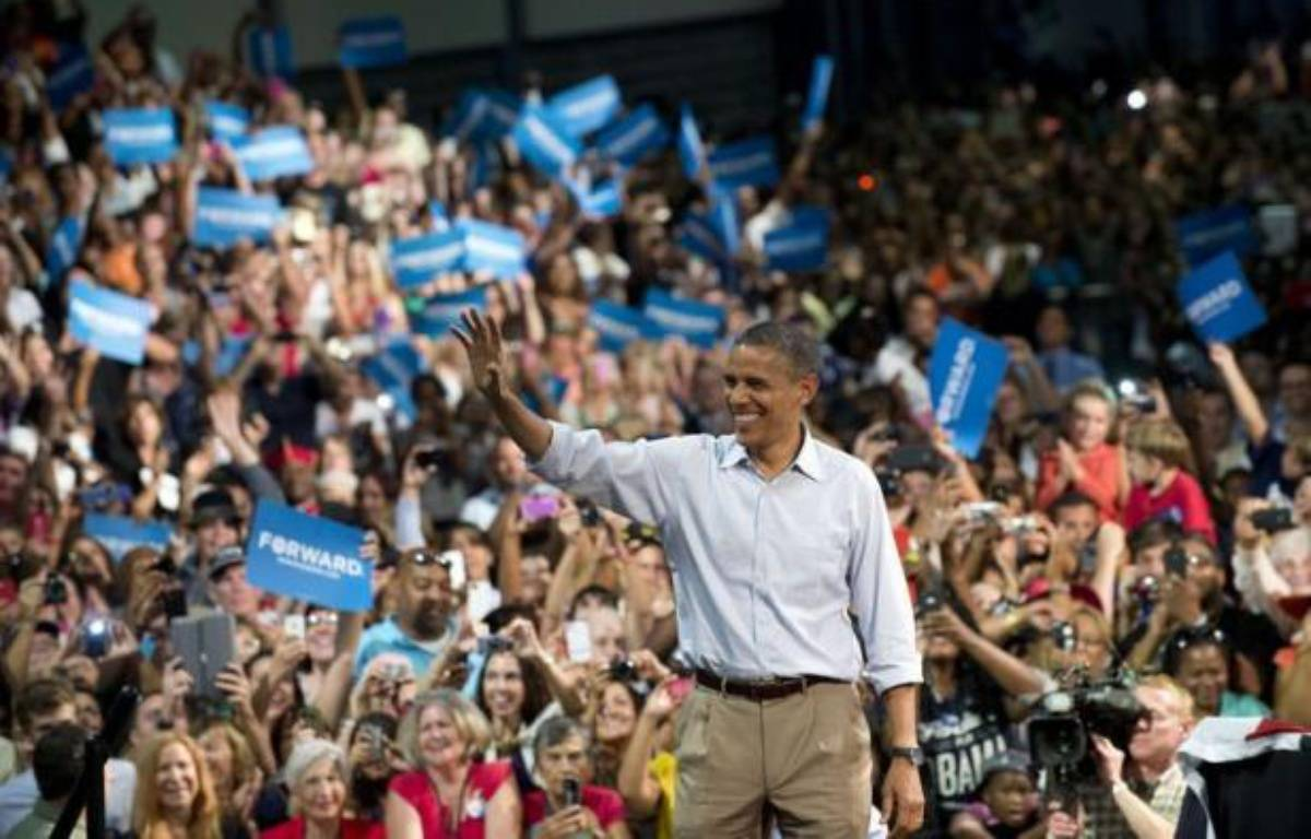 Barack Obama semble avoir profité dans l'opinion des effets de la convention de son parti démocrate la semaine dernière, selon plusieurs sondages publiés depuis la fin de ce rendez-vous, dont un lui accordant lundi six points d'avance sur son adversaire Mitt Romney. – Saul Loeb afp.com