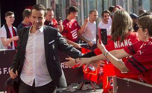 L'entraîneur du Stade Rennais Julien Stéphan, ici avec des supporters aux abords du Roazhon Park.