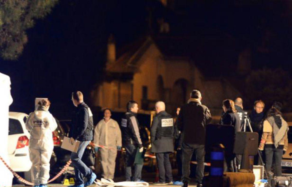La police sur le lieu où un homme a été tué par des tirs de kalachnikov, le 8 février 2016 à Marseille – BORIS HORVAT AFP