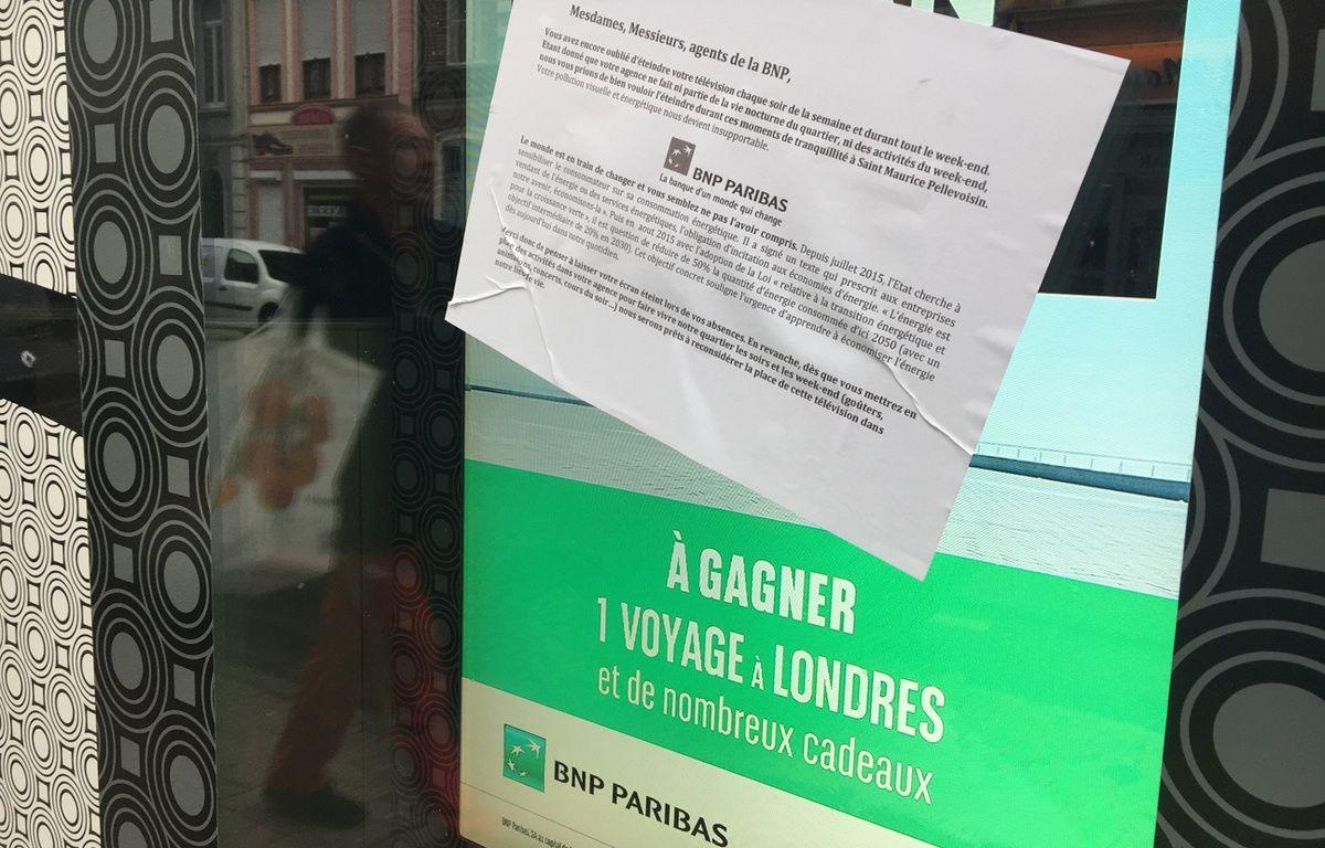 L'écran lumineux de l'agence BNP de Saint-Maurice, à Lille – O. Aballain / 20 Minutes