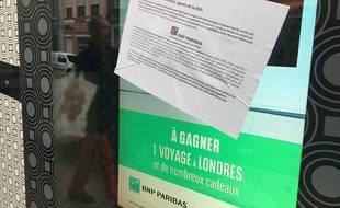 L'écran lumineux de l'agence BNP de Saint-Maurice, à Lille