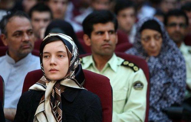 L'universitaire française Clotilde Reiss (au premier plan) lors de son procès à Téhéran, samedi 8 août 2009.