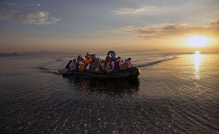 Un bateau de migrants arrive sur l'île grecque de Kos le 15 août 2015.