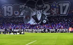 Le kop virage nord, où se trouvent les Bad Gones, ici lors d'un match contre l'OM en décembre 2017 marquant les 30 ans du groupe de supporters.