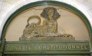 Le Conseil constitutionnel a censuré la création d'un fichier central biométrique des cartes nationales d'identité et des passeports, le 22 mars 2012