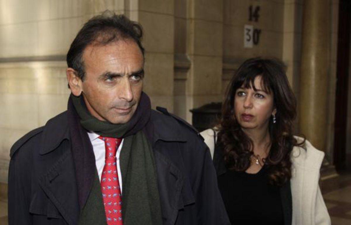 Le chroniqueur Eric Zemmour à son arrivée au tribunal de Paris, le 11 janvier 2011 – REUTERS/Jacky Naegelen